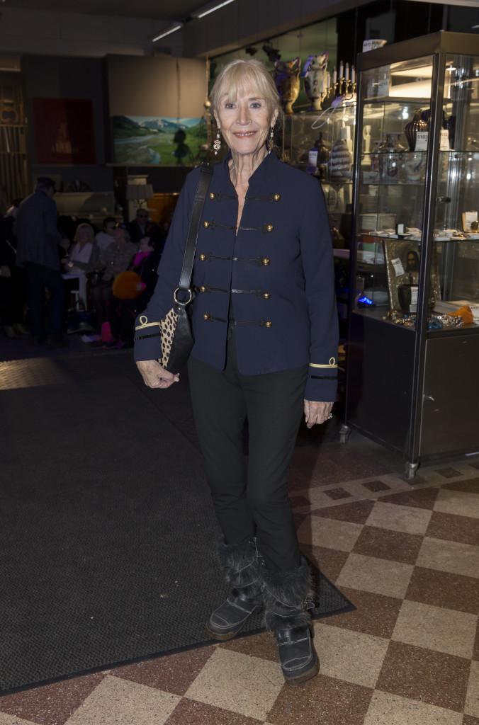 6630933 2016-11-14 Stadsbrudskårens välgörenhetsauktion på Metrolpol Auktioner. Arrangör Marianne Djudic. På Bilden: Birgitta Stubbing COPYRIGHT STELLA PICTURES
